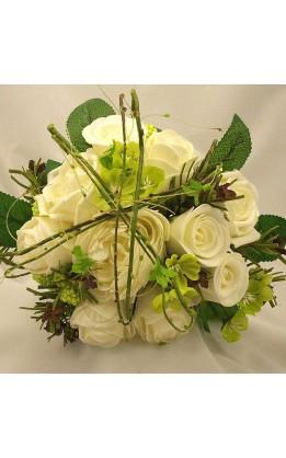 Bouquet sposa rose  avorio con ramoscelli e fogliame