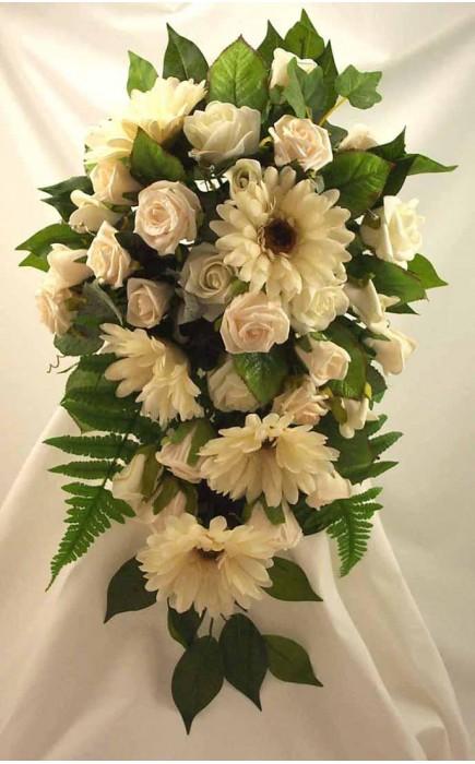 Bouquet Sposa Gerbere.Bouquet Sposa A Goccia Rose E Gerbere Color Crema