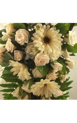 Bouquet sposa a goccia rose e gerbere color crema
