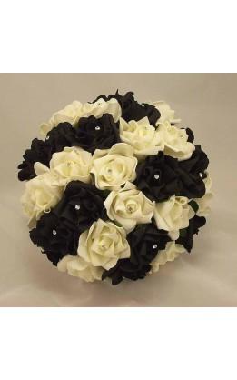 Bouquet sposa rose bianche nere e diamanti