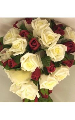 Bouquet sposa a goccia rose rosse e avorio