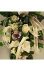 Bouquet sposa a goccia calle bianche, rose lilla e organza